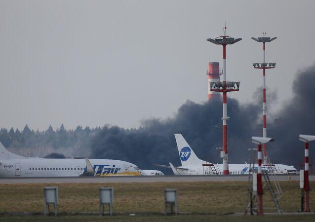 حريق بجوار مطار فنوكوفو