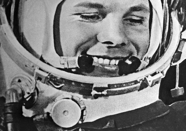 أول رائد إلى الفضاء - يوري غاغارين على متن المركبة الفضائية فوستوك-1، 12 أبريل/ نيسان 1961