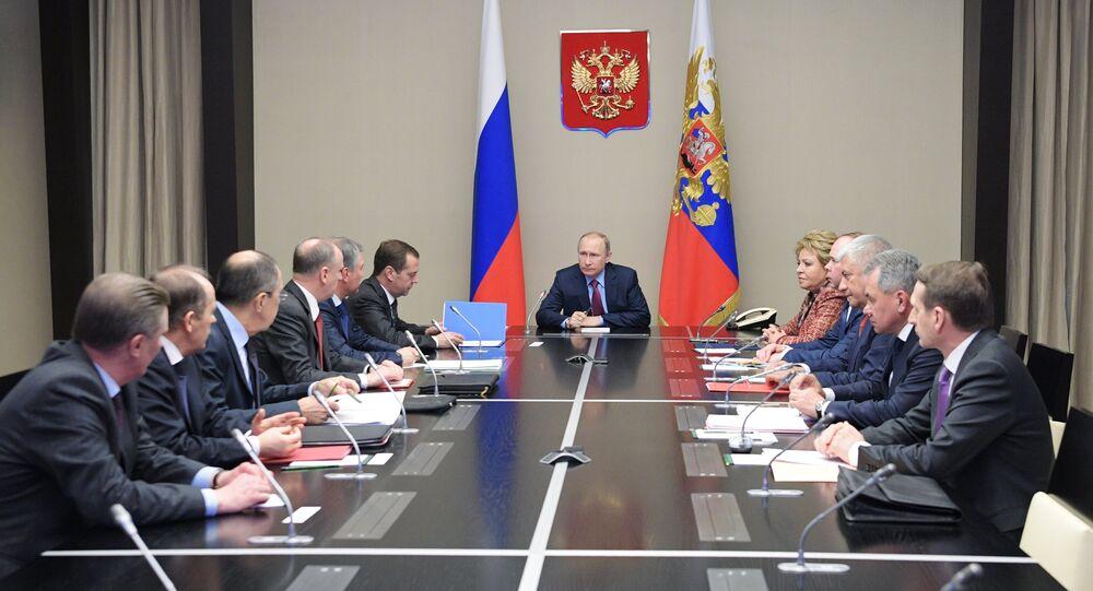 الرئيس الروسي فلاديمير بوتين خلال اجتماع مجلس الأمن الفيدرالي