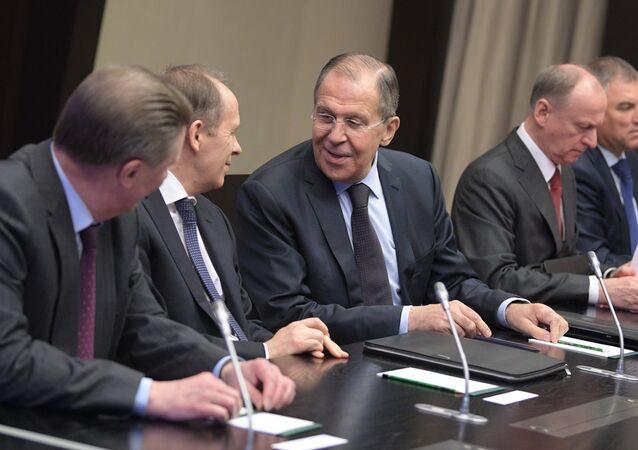 وزير الخارجية الروسية سيرغي لافروف خلال اجتماع مجلس الأمن الفيدرالي