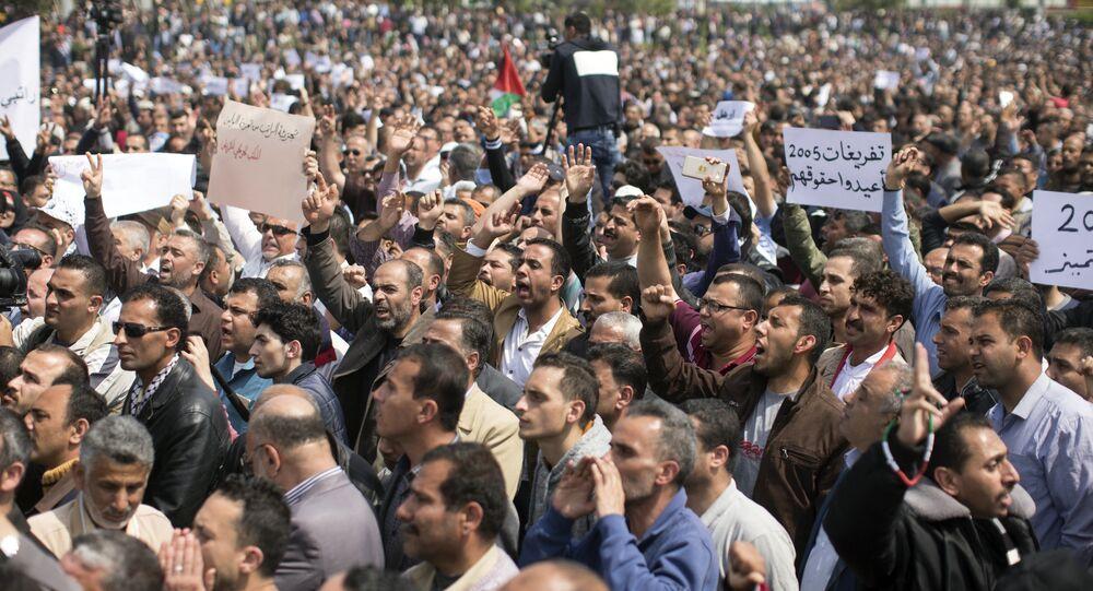 احتجاجات المواطنين الفلسطينيين ضد اقتطاع الرواتب في مدينة غزة، قطاع غزة، فلسطين 8 أبريل/ نيسان 2017