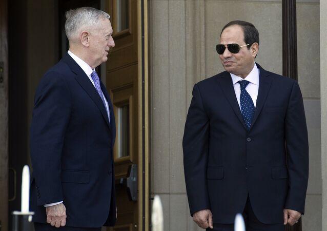 رئيس مصر عبدالفتاح السيسي خلال اللقاء مع وزير دفاع الولايات المتحدة جيمس ماتيس في البنتاغون، 5 أبريل/ نيسان 2017