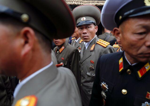 ضباط في الجيش الكوري الشمالي