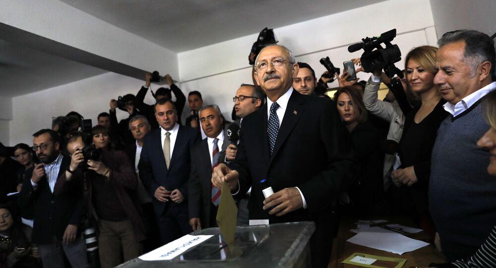 زعيم حزب الشعب الجمهوري التركي المعارض خلال الاستفتاء