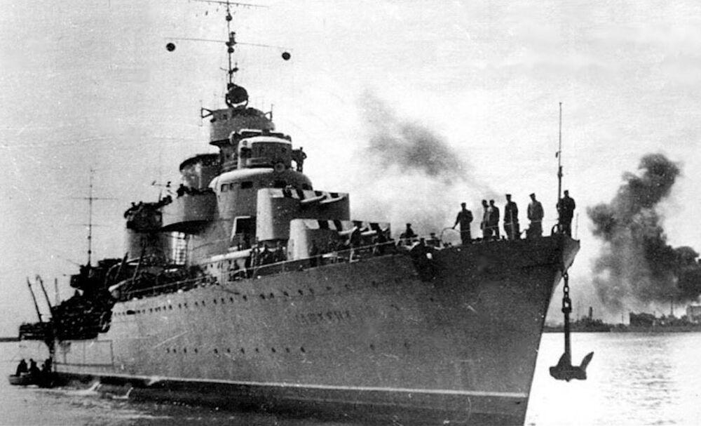 المدمرة السوفيتية طاشكينت، تم طلب صناعتها للاتحاد السوفيتي في نصف الثلاثينيات القرن الماضي من إيطاليا، ولكنها شرعت مهمتها فقط بعد بدء الحرب العالمية الثانية.