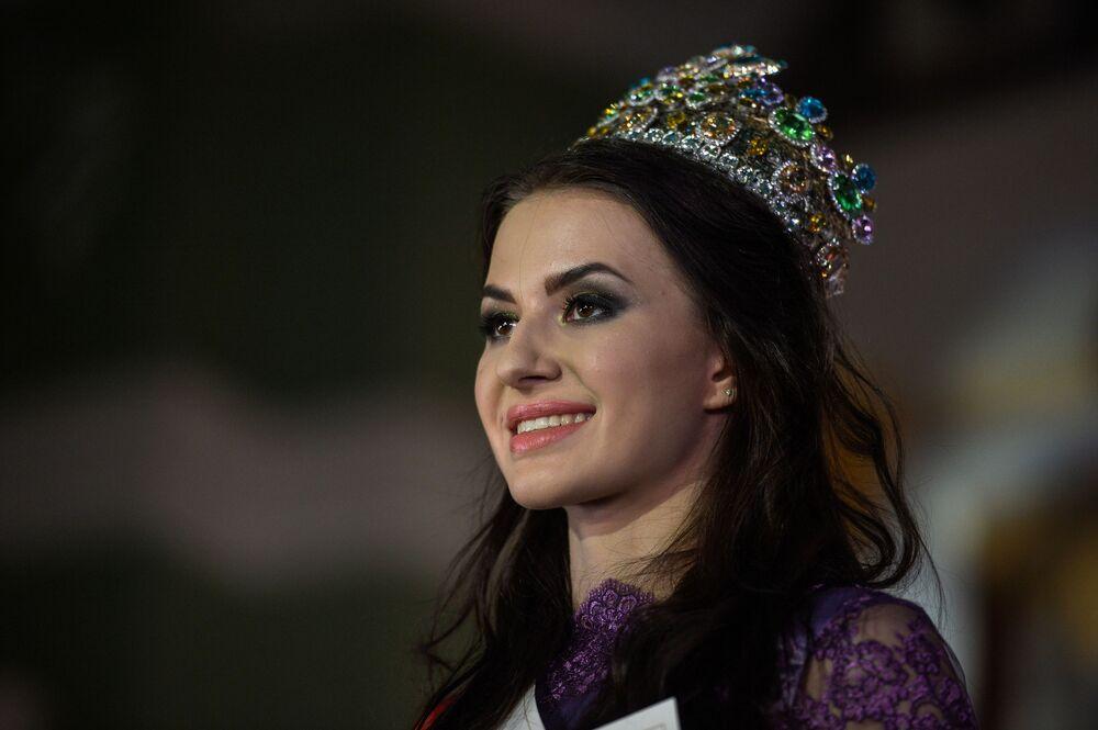 الحسناء الروةسية آنا غريشكو التي فازات باللقب قي نهائي مسابقة الحسناء الروسية - 2017 في موسكو