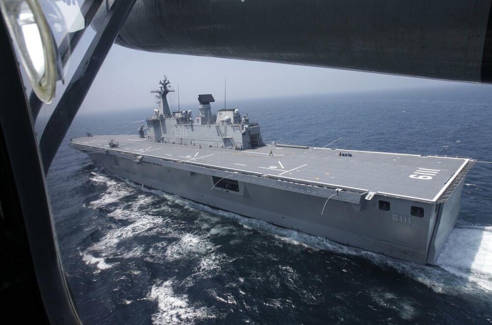 حاملة الطائرات دوكدو التابعة لكوريا الجنوبية تنطلق في مياه البحر الأصفر خلال التدريبات العسكرية، 5 أغسطس/ آب 2010