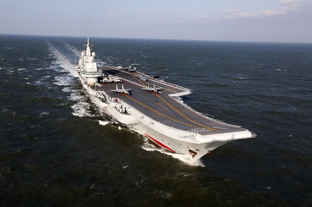 حاملة الطائرات الصينية لاياونينغ خلال المناورات العسكرية في المحيط الهادئ، 24 ديسمبر/ كانون الأول 2016