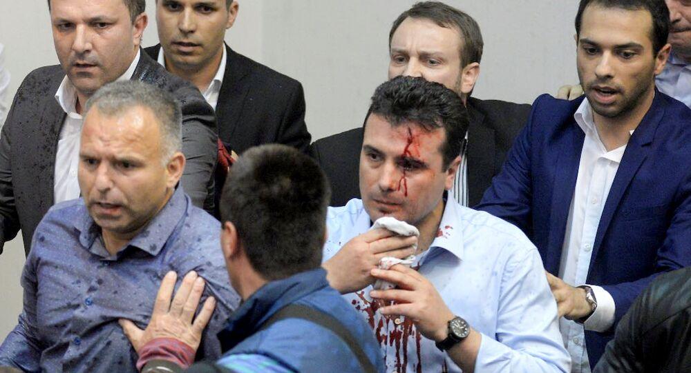 زعيم معارضة مقدونيا زوران زايف بعد تعرضه لاعتداء
