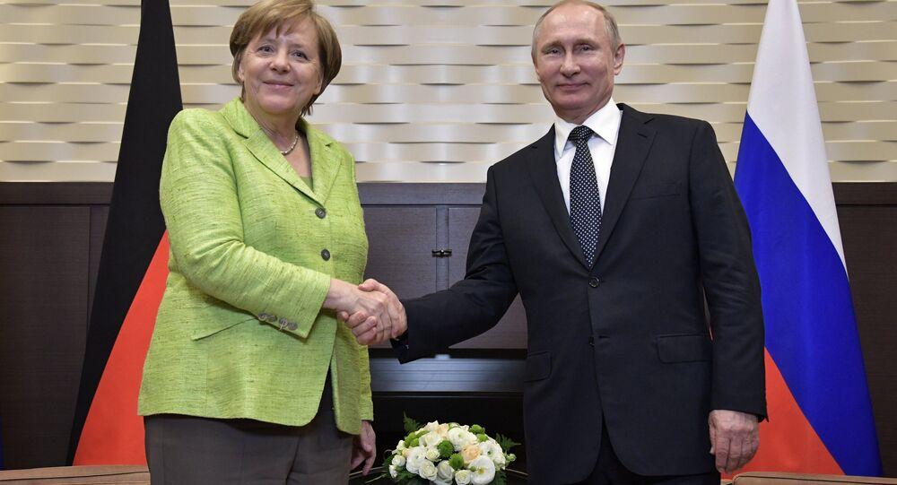 فلاديمير بوتين وأنجيلا ميركل