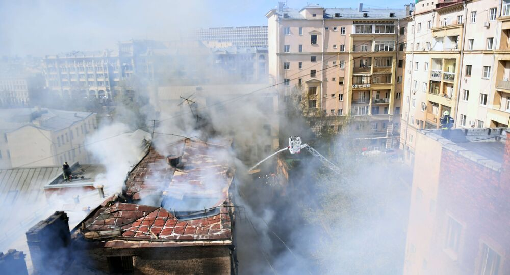 إخماد الحريق وسط موسكو