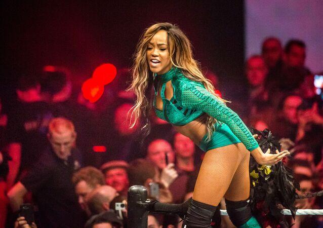 الفنانة أليسيا فوكس خلال عرض المصارعة للترفيه (WWE ) في مدينة ليل شمال فرنسا