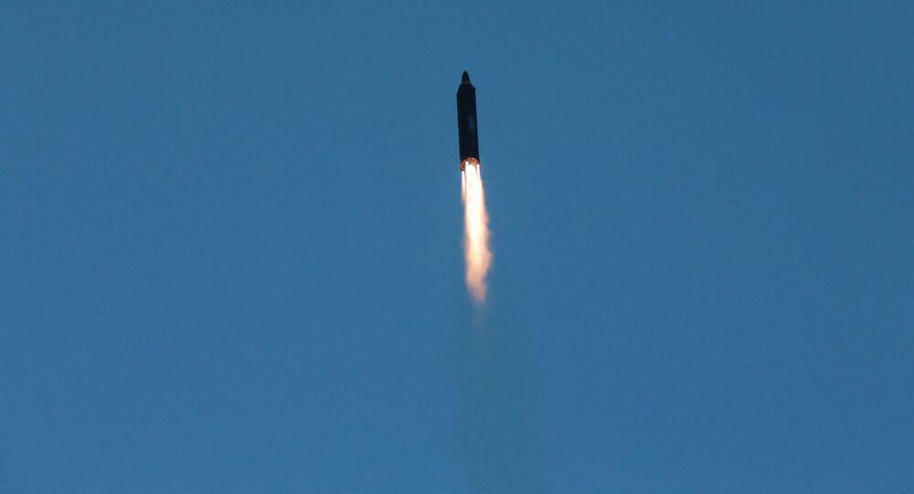 كوريا الشمالية تطلق صاروخ باليستي