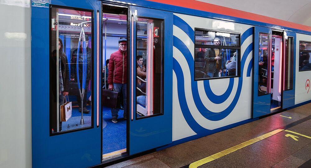 قطار مترو أنفاق محدث في موسكو