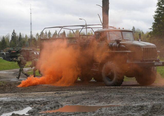 تدريبات الفوج المسؤول عن منظومة إس-400 بمقاطعة موسكو