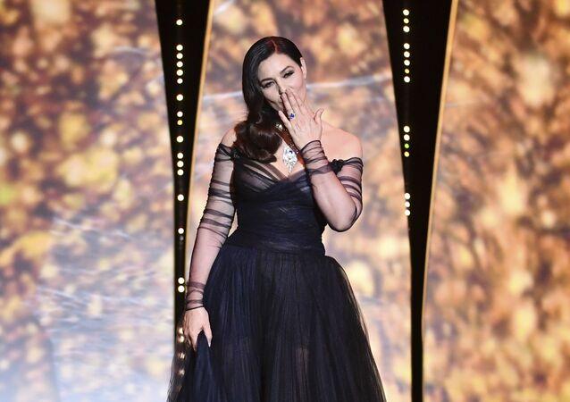 الممثلة الإيطالية مونيكا بيلوتشي خلال مراسم افتتاح الحفل الـ 70 لمهرجان كان السينمائي، فرنسا 17 مايو/ آيار 2017