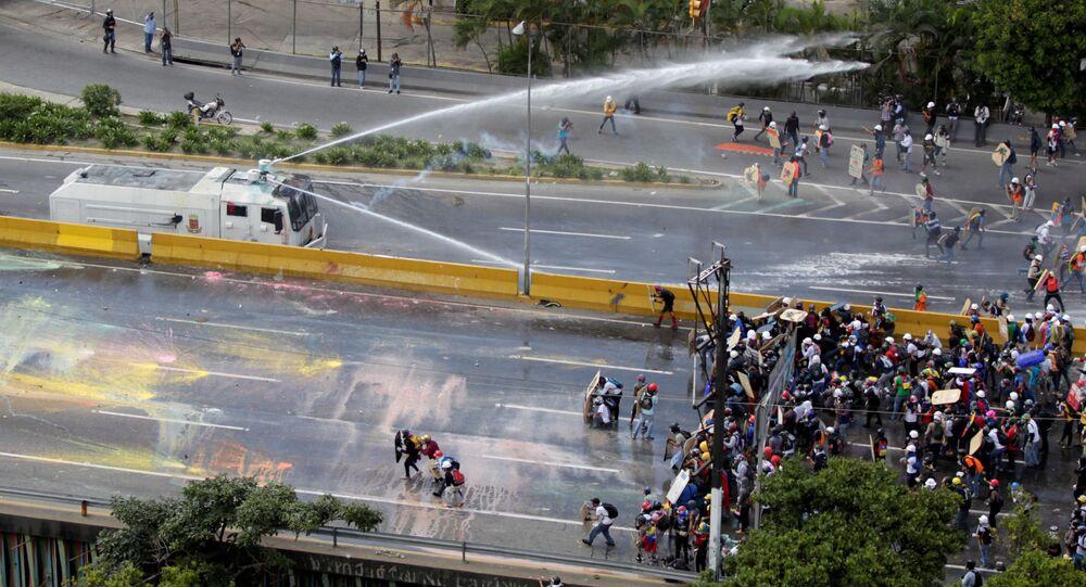 استمرار الاحتجاجات ضد الرئيس نيكولاس مادورو في كاراكاس، فنزويلا 18 مايو/ آيار 2017