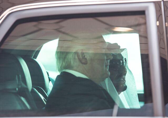 ترامب وسلمان في السيارة الرئاسية المدرعة