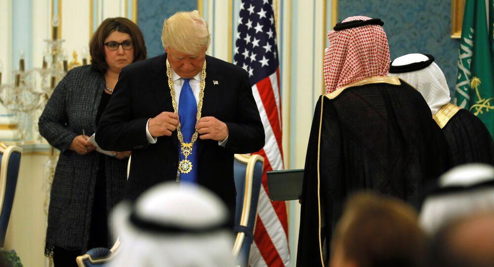 سلمان يقلد ترامب وسام الملك عبد العزيز أرفع وسام في المملكة