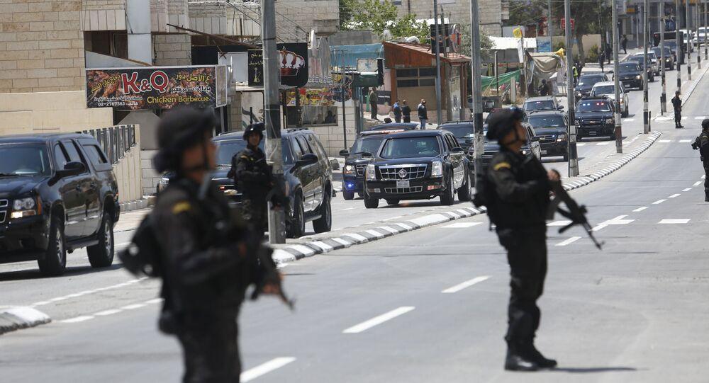 الشرطة الفلسطينية تحرس الشوارع حال وصول الرئيس الأمريكي دونالد ترامب إلى مدينة في بيت لحم في طريقه للقاء الرئيس الفلسطيني محمود عباس، 23 مايو/ آيار 2017