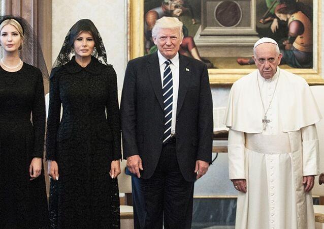 فرانسيس  و ترامب
