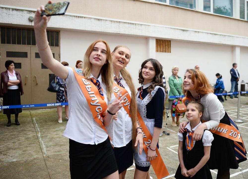 طلاب المدارس الثانوية في روسيا يودعون مدارسهم، سوتشي