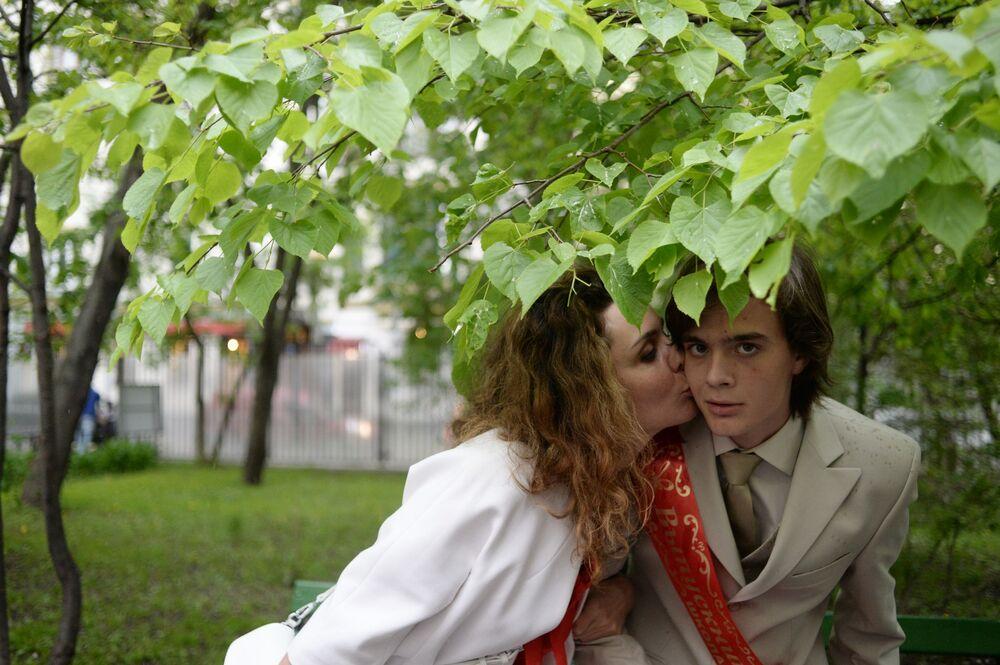 طلاب المدارس الثانوية في روسيا يودعون مدارسهم