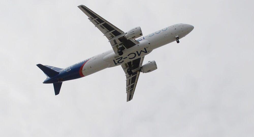طائرة الركاب الروسية الجديدة (إم.إس-21) تجتاز أولى رحلاتها الجوية، وهي أول طائرة تجارية تنتجها روسيا منذ انهيار الاتحاد السوفيتي