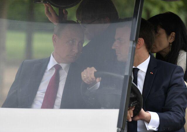 الرئيس الروسي فلاديمير بوتين أثناء قيامه بزيارة رسمية إلى فرنسا