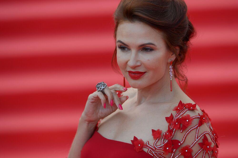 الممثلة الروسية إفيلينا بليودينز