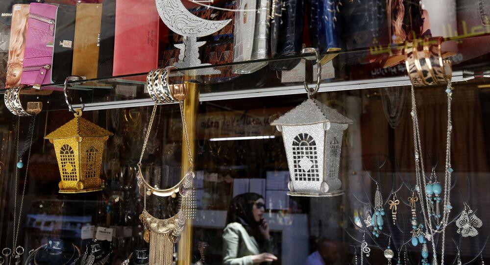 زينة شهر رمضان في البلدة القديمة بدمشق، سوريا