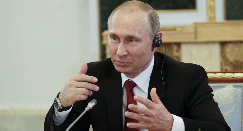 الرئيس بوتين خلال مؤتمر بطرسبورغ