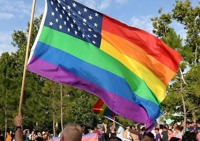 علم المثلية الجنسية مع علم الولايات المتحدة