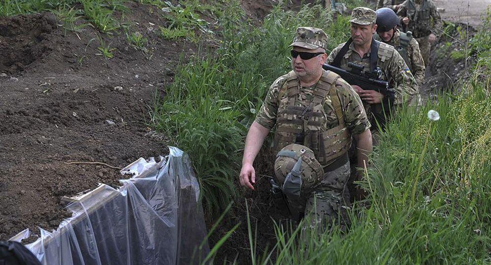 أمين مجلس الأمن الأوكراني يتفقد خنادق الجيش