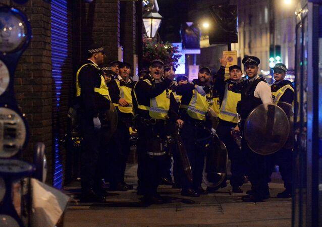 الشرطة في موقع حادث الدهس بلندن