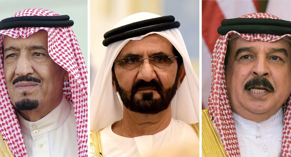 أمير قطر الشيخ تميم بن حمد آل ثاني، الرئيس المصري عيدالفتاح السيسي، وملك السعودية سلمان، وحاكم إمارة دبي في الإمارات محمد بن راشد آل مكتوم