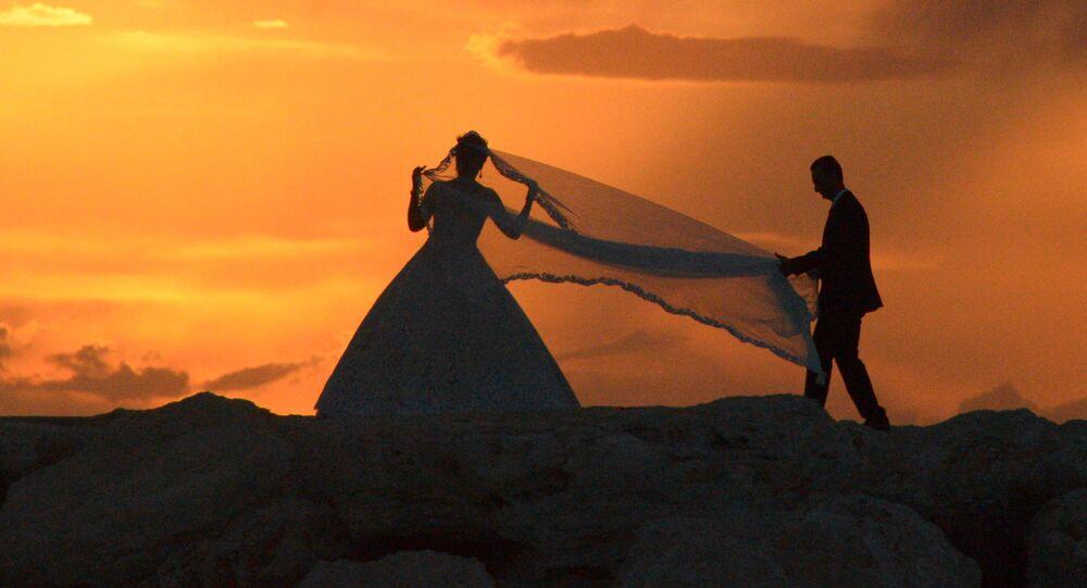 جلسة تصوير للعروسين في مدينة اللاذقية، سوريا