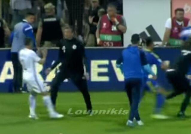 شجار بين لاعبي اليونان و البوسنة