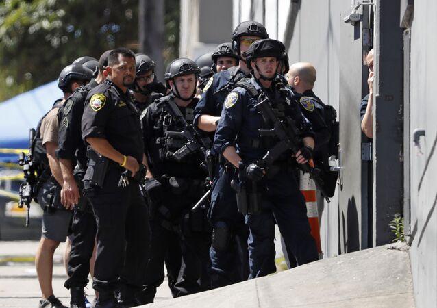 شرطة سان فرانسيسكو في موقع إطلاق النار