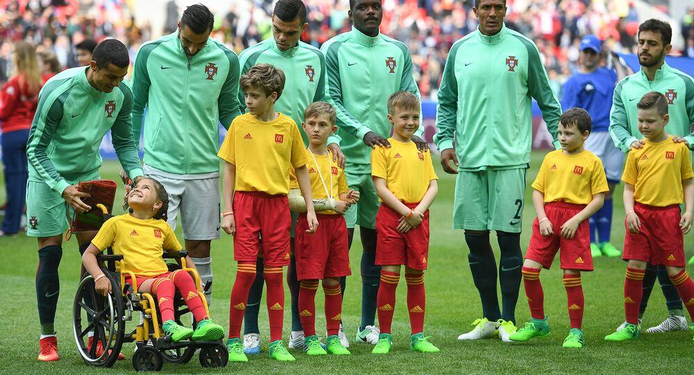 لفتة إنسانية من رونالدو في مباراة البرتغال و روسيا