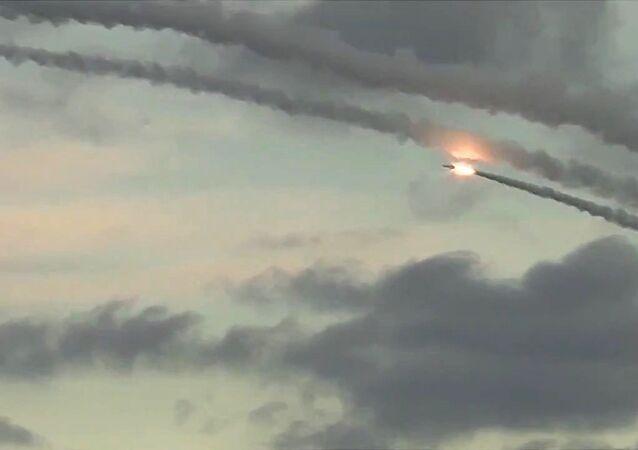 السفن الحربية الروسية تطلق صواريخ على مواقع لـداعش في سوريا
