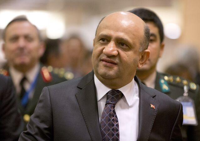 وزير الدفاع التركي، فكري إشيق