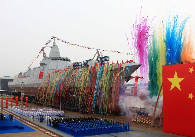 إطلاق طراد صيني في مياه صينية
