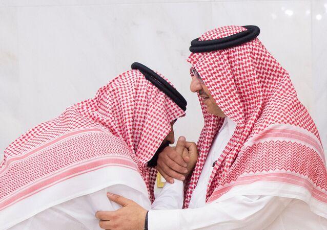 بن سلمان يقبل يد عمه بن نايف