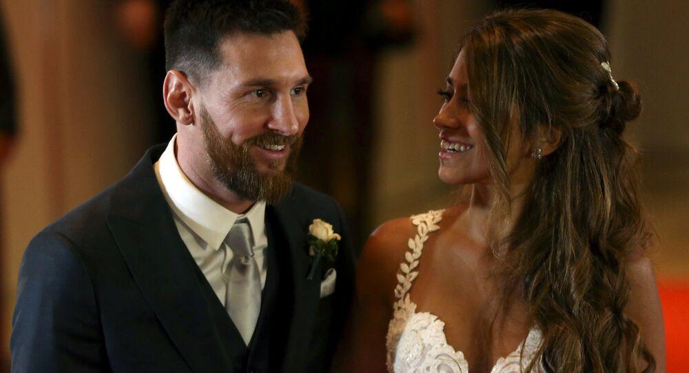 ميسي و زوجته أنتونيلا في حفل زفافهما