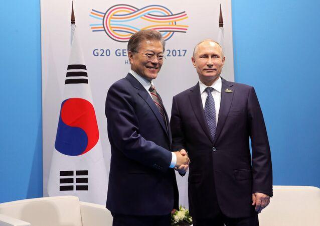 قمة مجموعة العشرين في هامبورغ، ألمانيا - الرئيس الروسي فلاديمير بوتين يلتقي برئيس كوريا الجنوبية مون جاي إن، 7 يوليو/ تموز 2017