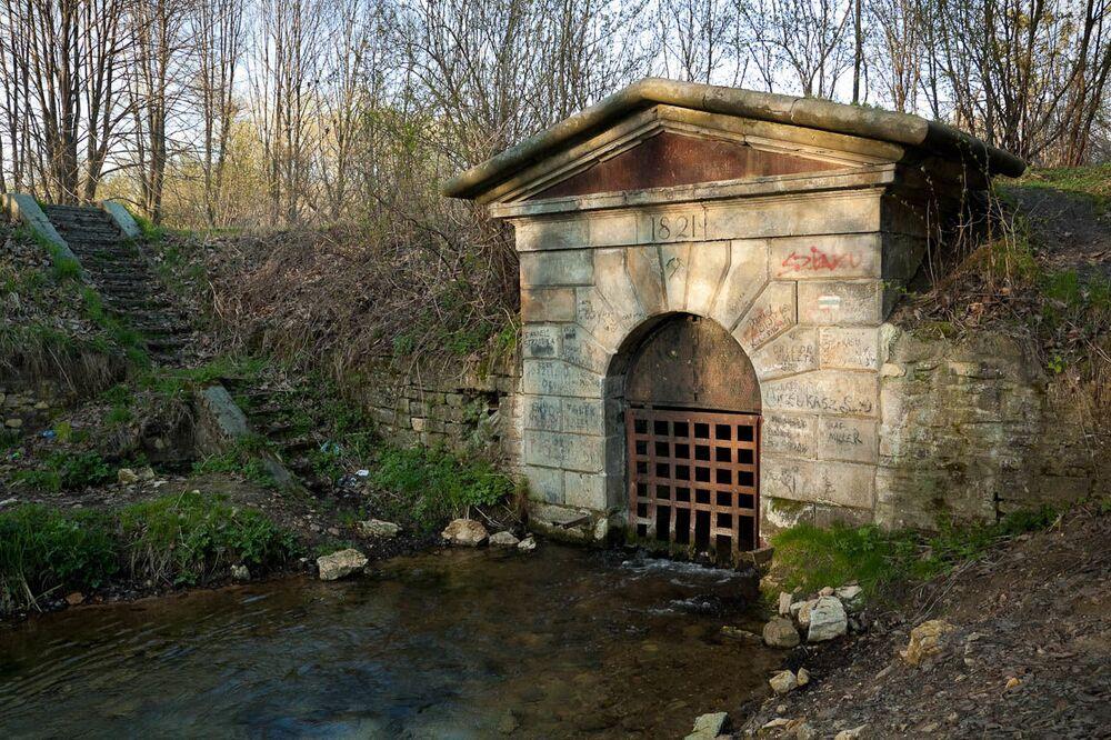 نظام لإدارة المصادر المائية تحت الأرض ولمنابع الرصاص والفضة والزنك في المدينة البولندية ترانوفسكي-غوري، بولندا
