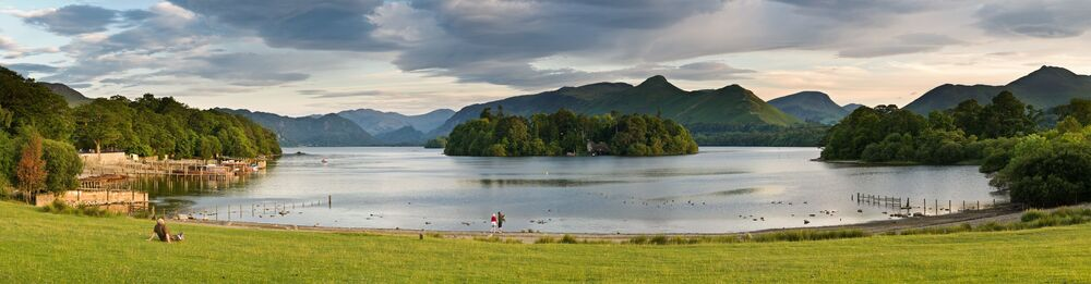 بحيرة ديروينت ووتر في المحمية الطبيعية الوطنية ليك-ديستريكت في بريطانيا