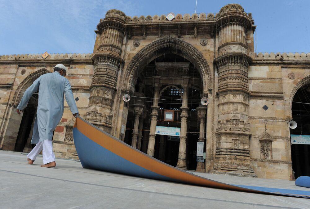 مسجد شاه جهان بمدينة أحمد آباد، الذي أمر ببنائه الامبراطور المغولي شاه جهان في مدينة دلهي القديمة، الهند