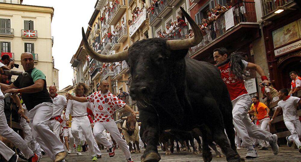 مهرجان سان فيرمن في المدينة الإسبانية بنبلونة، وذلك إحياء لذكرى قديس المدينة فيرمن